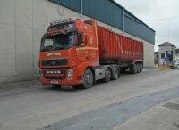 kierowca w ciężarówce